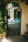 Arched single gate
