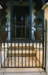 Spear gate